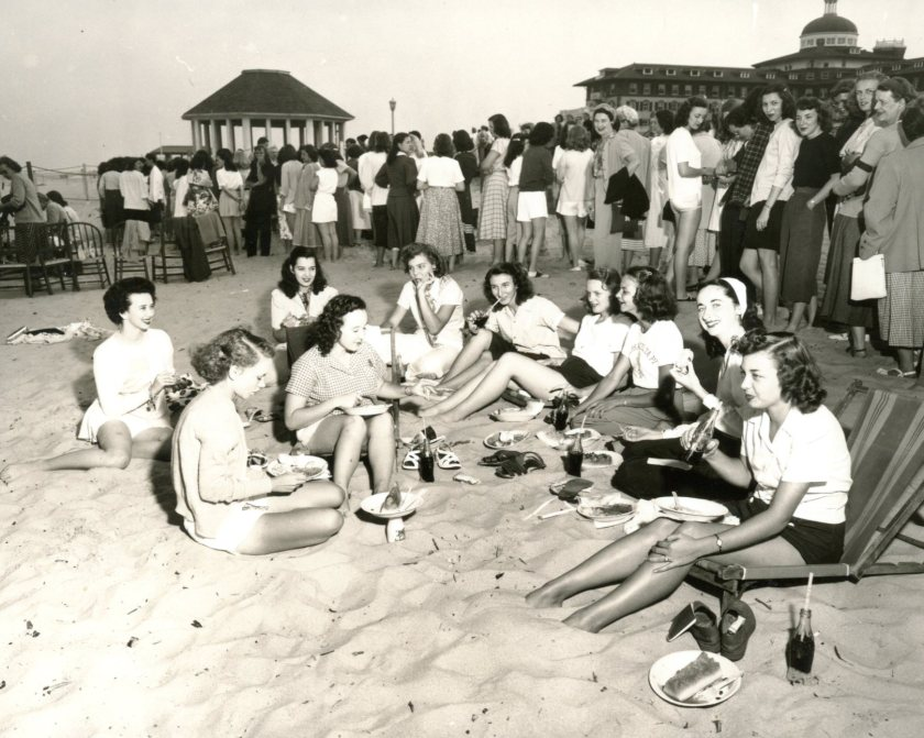 1948 Convention casual dinner on the beach